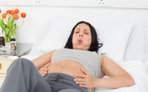 Правильное дыхание при родах и схватках видеоурок