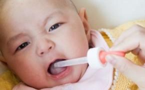 У месячного ребенка красное горло как лечить