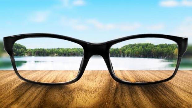 Замени выражение одним словом они помогают улучшить зрение