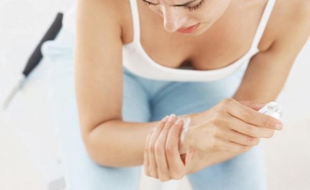 болят суставы после родов что