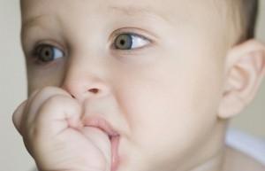 Как отучить ребенка сосать свои руки фото 656